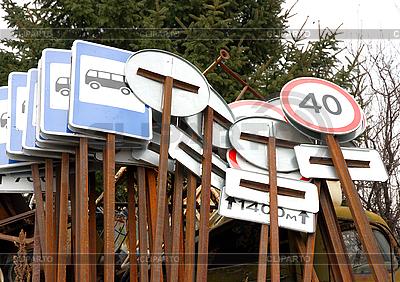 Verschiedene Verkehrzeichen | Foto mit hoher Auflösung |ID 3102545
