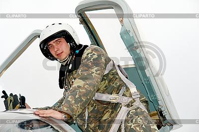 Das Militär Pilot in der Ebene | Foto mit hoher Auflösung |ID 3181168