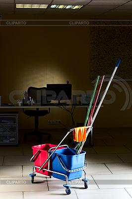 Sprzątanie biur | Foto stockowe wysokiej rozdzielczości |ID 3081050