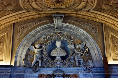 Bust of Pontifex on one of arches of Vatican   High resolution stock photo  ID 3232971