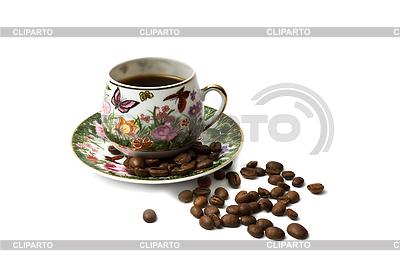 Filiżanka kawy z rozproszenia ziaren kawy. na białym tle   Foto stockowe wysokiej rozdzielczości  ID 3233020