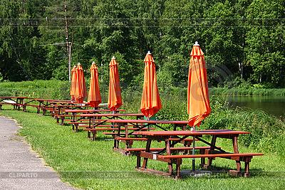 Mesas y bancos | Foto de alta resolución |ID 3088792