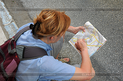 Studiuje mapę | Foto stockowe wysokiej rozdzielczości |ID 3106289