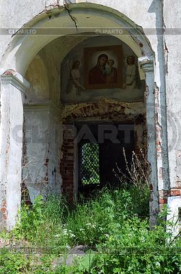Fragment Half-zniszczony Rosyjskiej Cerkwi Prawosławnej | Foto stockowe wysokiej rozdzielczości |ID 3304026