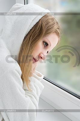 Beautiful young sad girl at the window   Foto stockowe wysokiej rozdzielczości  ID 3104913