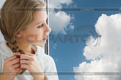 Piękna młoda dziewczyna, warkocze włosy | Foto stockowe wysokiej rozdzielczości |ID 3104915