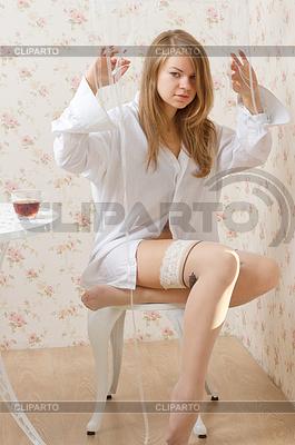 картинки девушка в мужской рубашке и чулках