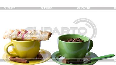 Green and yellow cups with muffin and coffee beans   Foto stockowe wysokiej rozdzielczości  ID 3332503