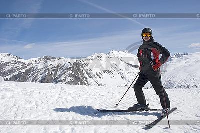 Человек в горнолыжном костюме в горах | Фото большого размера |ID 3093123