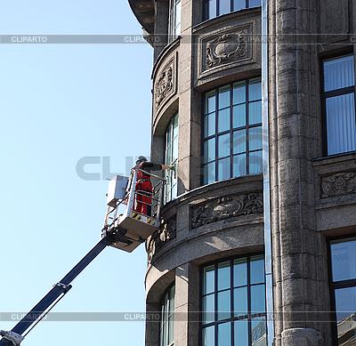 Reinigung von Fenstern im Bürogebaude | Foto mit hoher Auflösung |ID 3099596