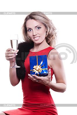 Фото девушек с бокалом вина
