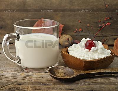 Milch und Quark | Foto mit hoher Auflösung |ID 3180987