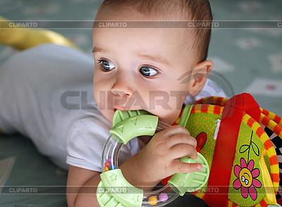 Dziecko z zabawkami | Foto stockowe wysokiej rozdzielczości |ID 3111109