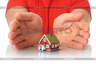 Ręce i mały dom | Foto stockowe wysokiej rozdzielczości |ID 3107382