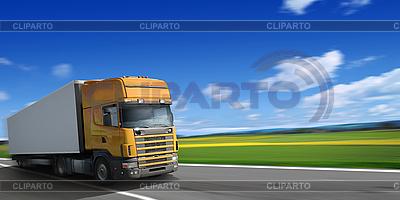 Ciężarówka na autostradzie | Foto stockowe wysokiej rozdzielczości |ID 3117695