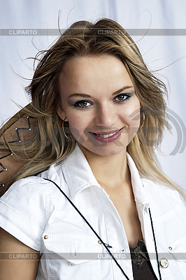 Lächelndes Mädchen mit Cowboy-Hut | Foto mit hoher Auflösung |ID 3116226