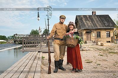 Женщина и солдат в ретро-стиле | Фото большого размера |ID 3158905