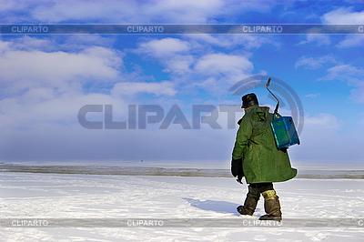 Rybak zniknie lód | Foto stockowe wysokiej rozdzielczości |ID 3113449