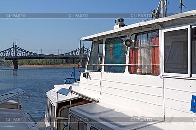 Stand von Motorschiff   Foto mit hoher Auflösung  ID 3238998