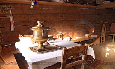 Samowar w starym drewnianym domu | Foto stockowe wysokiej rozdzielczości |ID 3248209