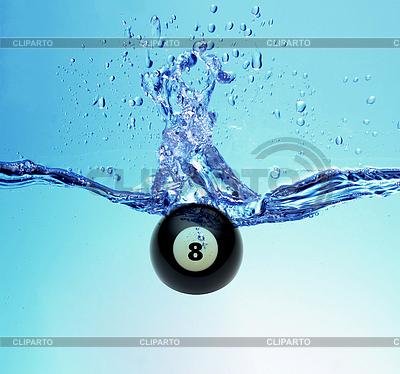 Billardkugel acht und ein Spritzer Wasser | Foto mit hoher Auflösung |ID 3242306