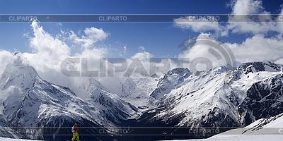 全景高加索山脉。坡跟滑雪者 | 高分辨率照片 |ID 3117669