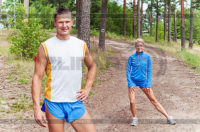 Sportler. Der junge Mann und das Mädchen | Foto mit hoher Auflösung |ID 3134105