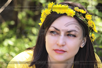 소녀의 머리에 화환 | 높은 해상도 사진 |ID 3140523