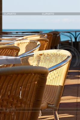 Cafe na brzegu morza | Foto stockowe wysokiej rozdzielczości |ID 3150579