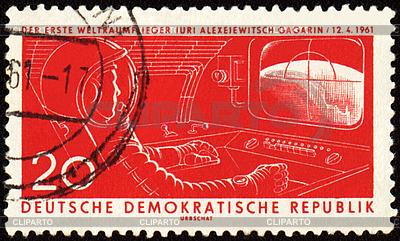 Statek kosmiczny z kabina astronauta Jurij Gagarin pierwszy na znaczku pocztowym | Stockowa ilustracja wysokiej rozdzielczości |ID 3155066