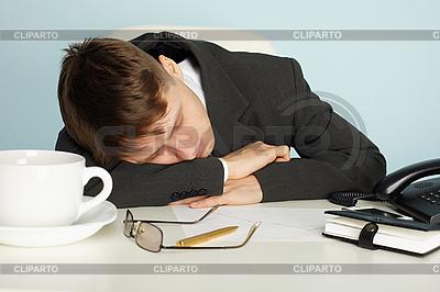 Office worker was tired and fell asleep at table | Foto stockowe wysokiej rozdzielczości |ID 3145545