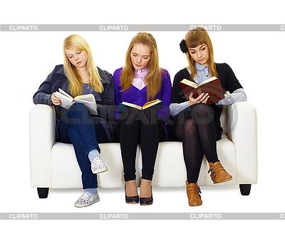 Drei Mädchen Teenager lesen sorgfältig die Bücher | Foto mit hoher Auflösung |ID 3145589