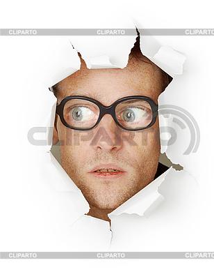 Zabawny człowiek w staroświeckim szklanki w otworze | Foto stockowe wysokiej rozdzielczości |ID 3146444