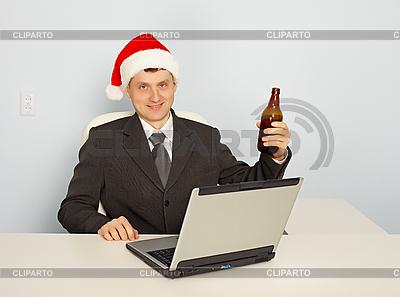 Bürokauffrau feiern Weihnachten am Arbeitsplatz | Foto mit hoher Auflösung |ID 3146638