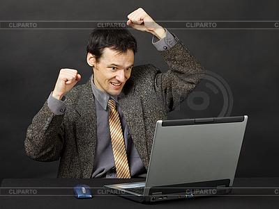 Man - Fan, schaut Spiel im Internet | Foto mit hoher Auflösung |ID 3148825