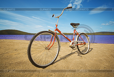 altmodische fahrrad am strand im sommer foto mit hoher aufl sung cliparto. Black Bedroom Furniture Sets. Home Design Ideas