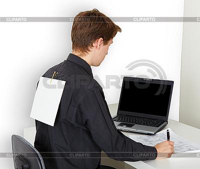 Mann beschäftigt mit Arbeit | Foto mit hoher Auflösung |ID 3149787