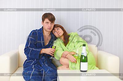 жена и муж на диване
