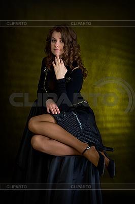美丽的女孩在黑色 | 高分辨率照片 |ID 3160991