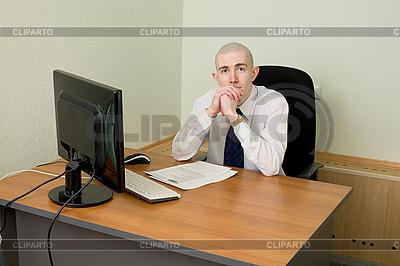 Geschäftsmann auf Arbeitsplatz | Foto mit hoher Auflösung |ID 3165929