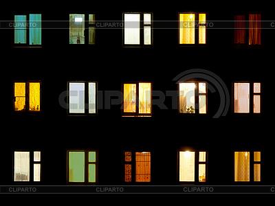 Nacht-Fenster - Wohnblock-Hintergrund   Foto mit hoher Auflösung  ID 3183756
