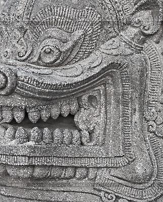 Kamienna głowa starożytnego buddyjskiego bóstwa | Foto stockowe wysokiej rozdzielczości |ID 3325546