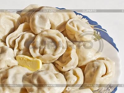접시에 시베리아 고기 만두 | 높은 해상도 사진 |ID 3176104