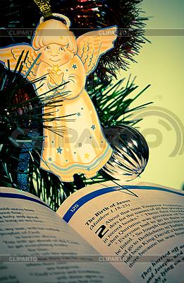 Open Bible with an angel | Foto stockowe wysokiej rozdzielczości |ID 3163254