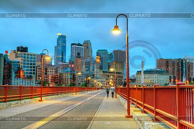 Minneapolis, Minnesota w nocy | Foto stockowe wysokiej rozdzielczości |ID 3301148