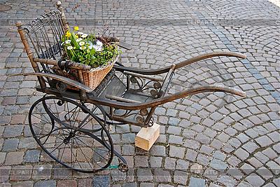 Koszyk kwiatów | Foto stockowe wysokiej rozdzielczości |ID 3173858