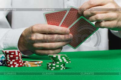 Фишки для покера и игроков `руку с картами   Фото большого размера  ID 3214509