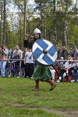 Rosyjski średniowieczny wojownik z włócznią | Foto stockowe wysokiej rozdzielczości |ID 3324471