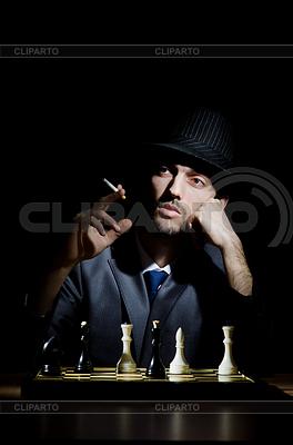 체스 플레이어 자신의 게임 | 높은 해상도 사진 |ID 3368628