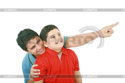 Portrait eines glücklichen jungen Vater zeigt etwas | Foto mit hoher Auflösung |ID 3358429